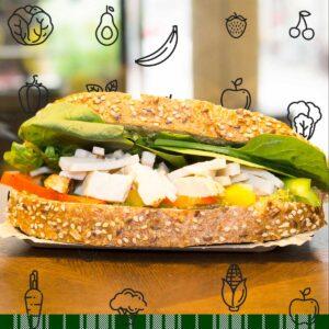 Meergranen bio-brood: Tomaat - Paprika - Gerookte Kip - Geroosterde Kip - Spinazie - Pesto